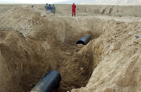 kirkuk.oil.pipe.jpg